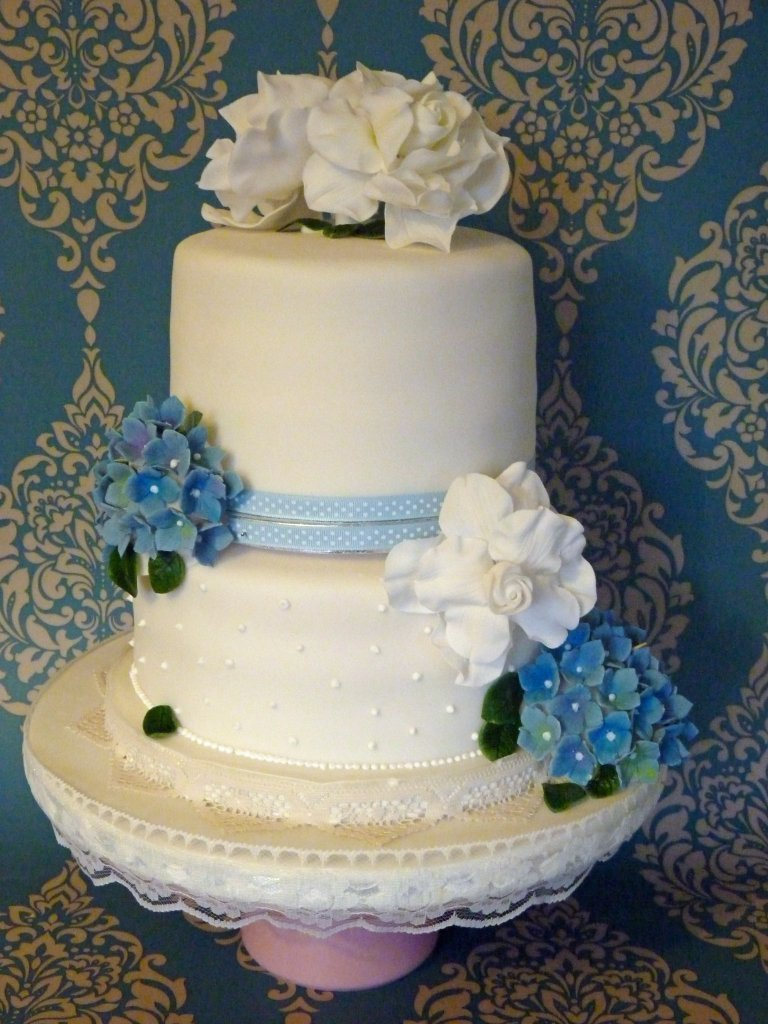 Vintage Rose and Hydrangea Wedding Cake